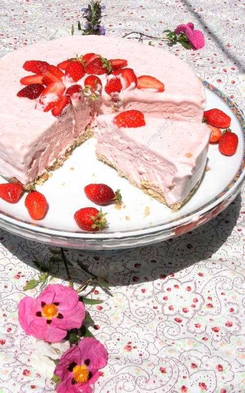 gâteau glacé aux fraises, fraises, recette de gâteau sans cuisson