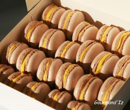macarons à la mangue, ganache chocolat blanc fruit