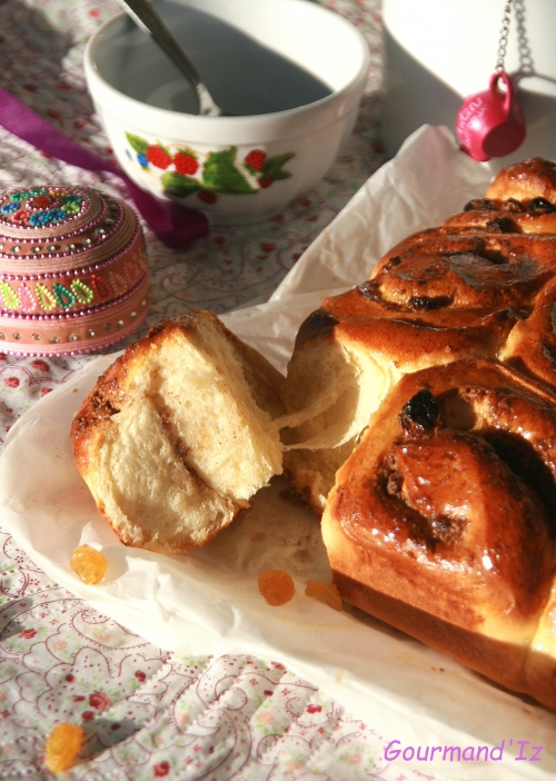 chelsea buns, noisettes, raisins secs