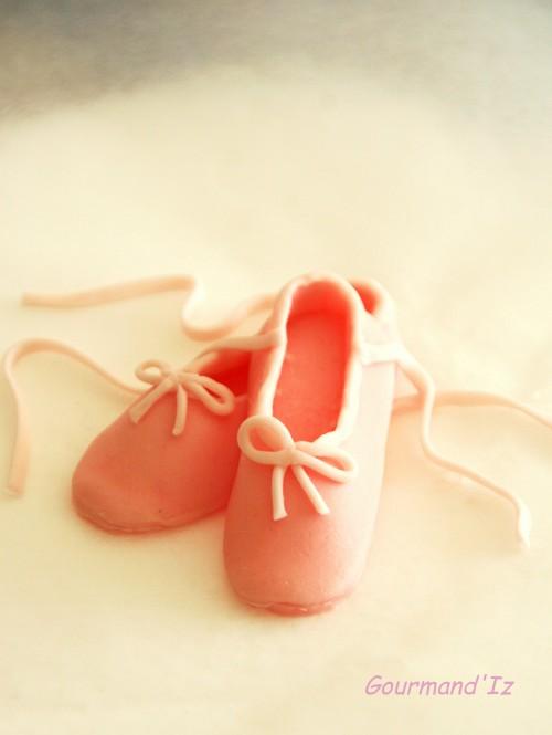 tutoriel cake design, tuto chaussons de danse, cake design, gâteau danse classique, gâteau ballerine