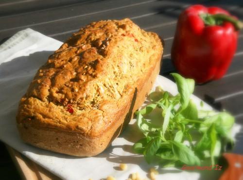 recette de cake salé,pesto,pignons,basilic,poivron