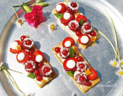 sablé breton, tarte aux fruits rouges, crème fleur d'oranger, fraises, meringues, framboises, groseilles