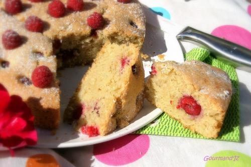 gâteau moelleux, coco, framboises
