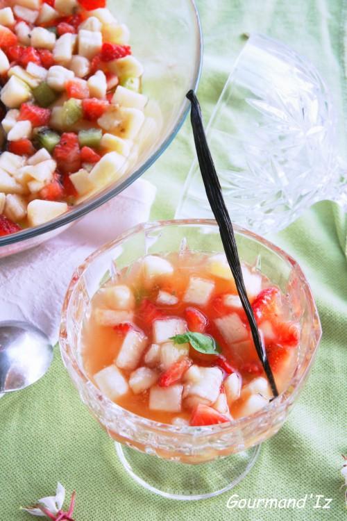 soupe de fruits, basilic, vanille, fraise, banane, kiwi, pêche
