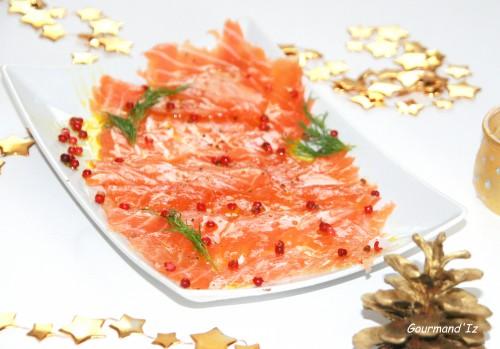 recette de gravlax, saumon gravlax, saumon mariné, baies roses, aneth