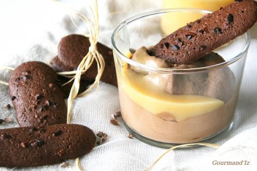recette de mousse chocolat sans oeuf, mousse au chocolat, sauce caramel, langue de chat au cacao, langue de chat au grué de cacao