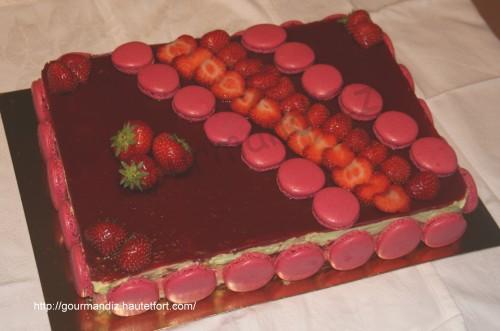 gâteau,fraises,thé matcha,amandes,entremet